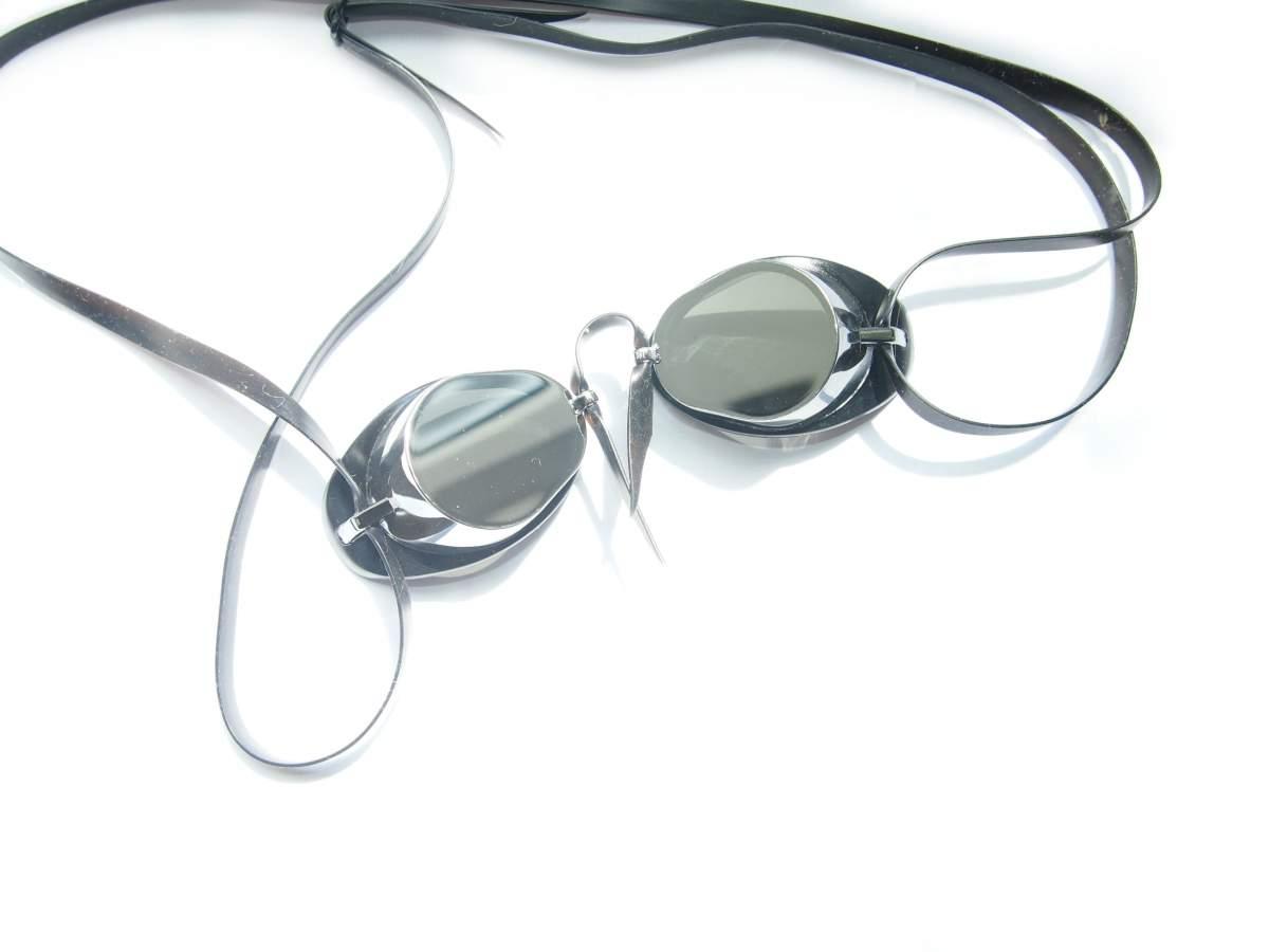 зеркальные стекляшки с серебряным оттенком